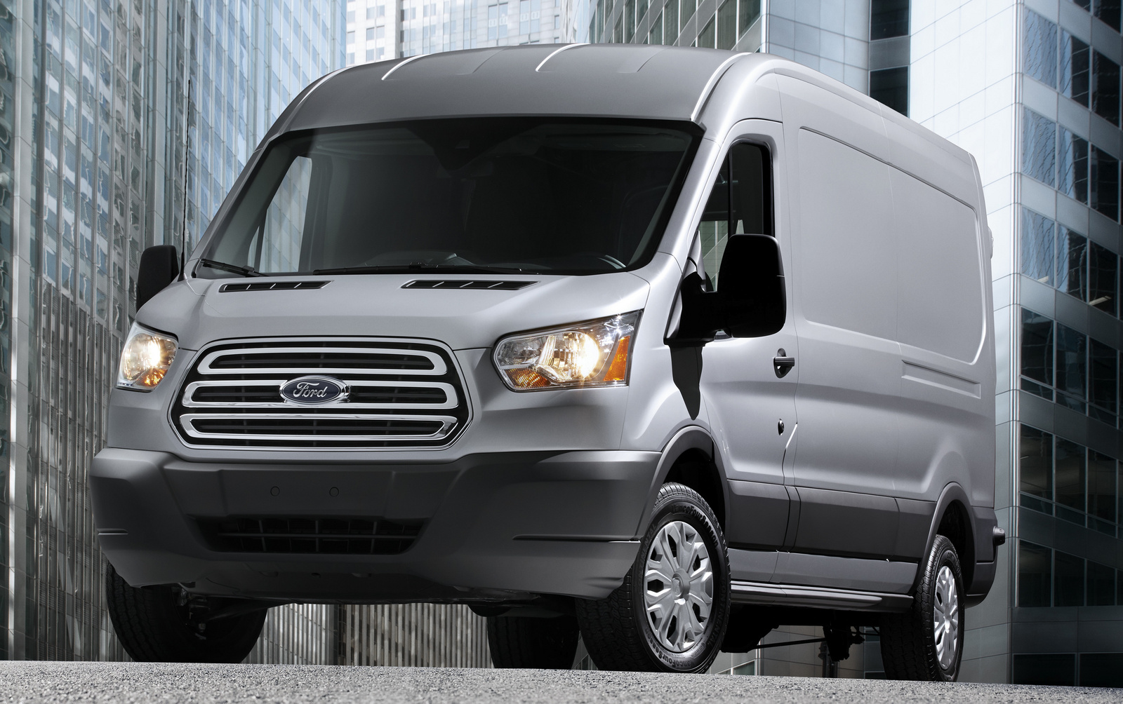 2015-Ford-Transit-350-main